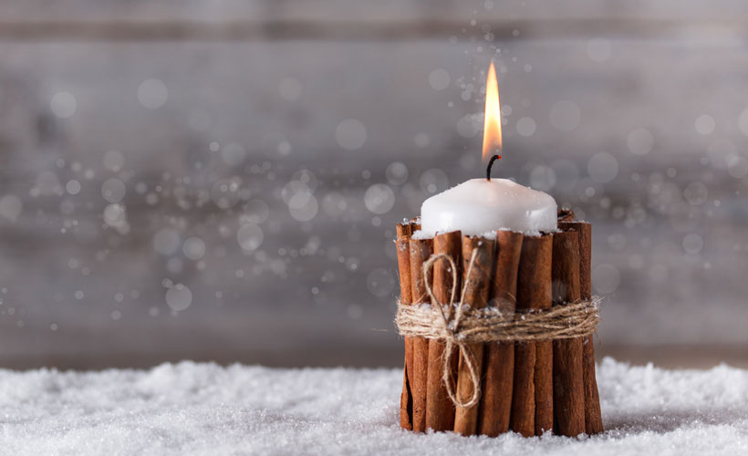 Christmas Decorating Ideas-Decorate with Nature-Cinnamon Sticks with Candle