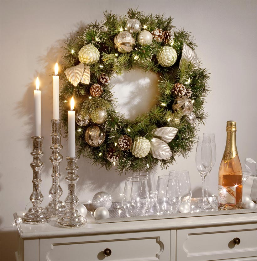 Christmas Decorating Ideas-Small Spaces-How To Display Ornaments-Wreath