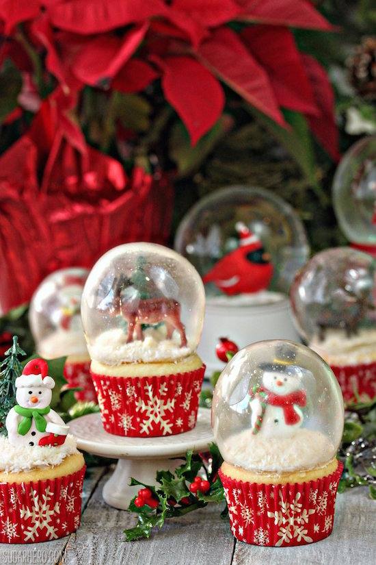 Edible Snow Globe Cupcakes. No really, those are gelatin snow globes and here's how to make them!