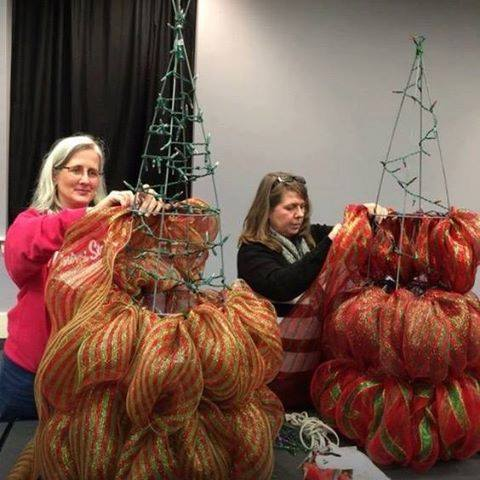 How to make a Christmas tree using a tomato cage and poly mesh.