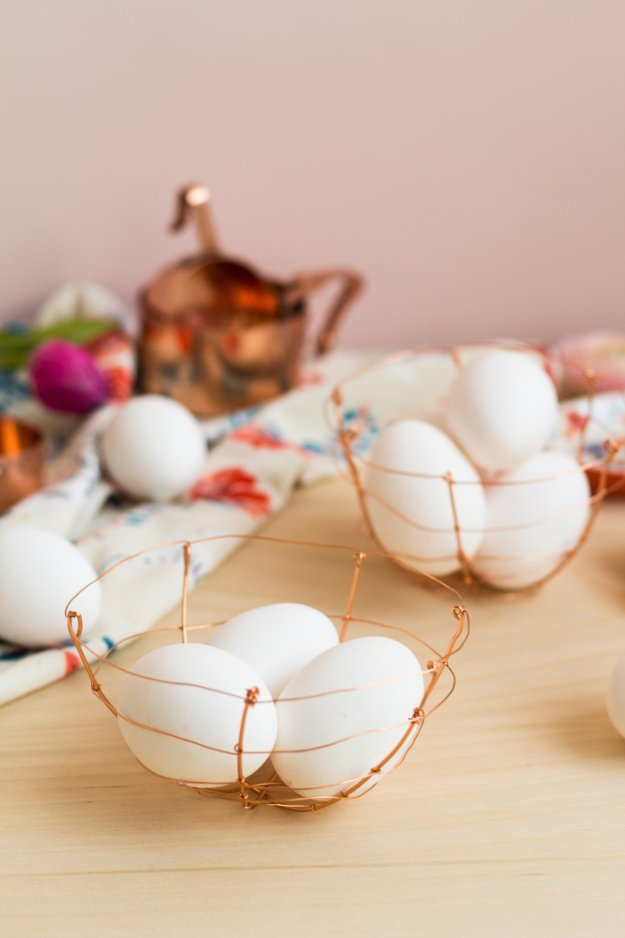 DIY Kitchen Decor Ideas - DIY Copper Wire Egg Baskets - Creative Furniture Projects, Accessories, Countertop Ideas, Wall Art, Storage, Utensils, Towels and Rustic Furnishings http://diyjoy.com/diy-kitchen-decor-ideas