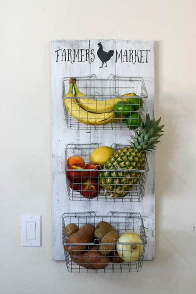 I am obsessed with these Fixer Upper DIY farmhouse kitchen decor ideas. They are so cool! I love the idea of taking something vintage from an antique or thrift store and repursing decor items and it transforming my kitchen. With inspiration from Chip & Joanna Gaines, it is so cheap and easy to get the DIY farmhouse style in my kitchen! This is a must try! #DIYhomedecor #farmhousedecor #farmhousekitchen #DIY #fixerupper #kitchendecor
