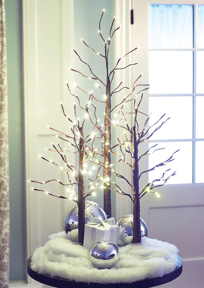 How to Decorate a Small Spaces for Christmas-Decorate a Table