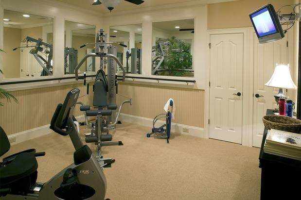 Transitional Home Gym with wall to wall carpet