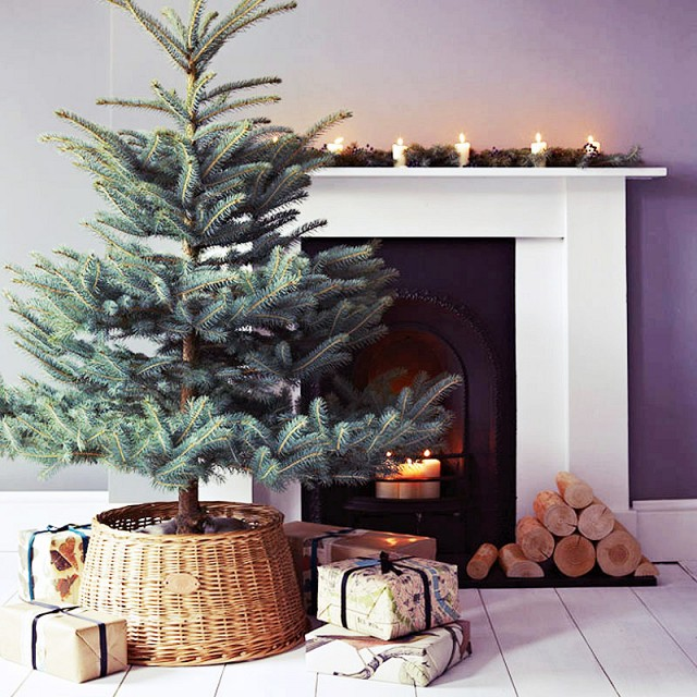 no fuss minimalist Christmas tree mantel