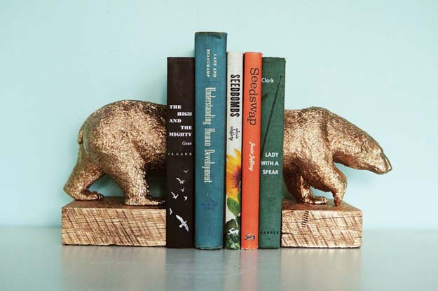 Gold DIY Projects and Crafts - Gilded Polar Bear Bookends - Easy Room Decor, Wall Art and Accesories in Gold - Spray Paint, Painted Ideas, Creative and Cheap Home Decor - Projects and Crafts for Teens, Apartments, Adults and Teenagers http://diyprojectsforteens.com/diy-projects-gold