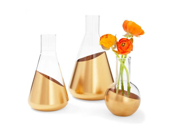Gold DIY Projects and Crafts - Dipped Vases - Easy Room Decor, Wall Art and Accesories in Gold - Spray Paint, Painted Ideas, Creative and Cheap Home Decor - Projects and Crafts for Teens, Apartments, Adults and Teenagers http://diyprojectsforteens.com/diy-projects-gold