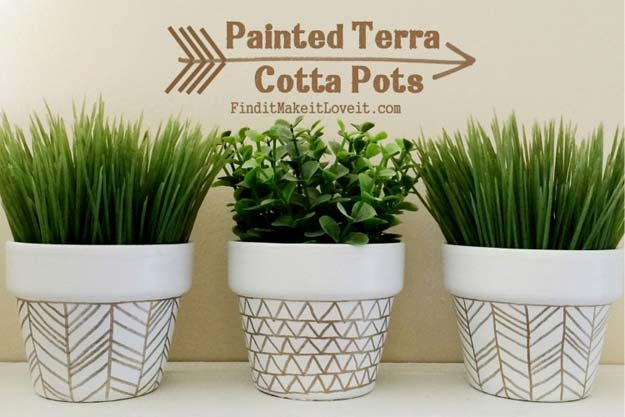 Gold DIY Projects and Crafts - Painted Terra Cotta Pots - Easy Room Decor, Wall Art and Accesories in Gold - Spray Paint, Painted Ideas, Creative and Cheap Home Decor - Projects and Crafts for Teens, Apartments, Adults and Teenagers http://diyprojectsforteens.com/diy-projects-gold