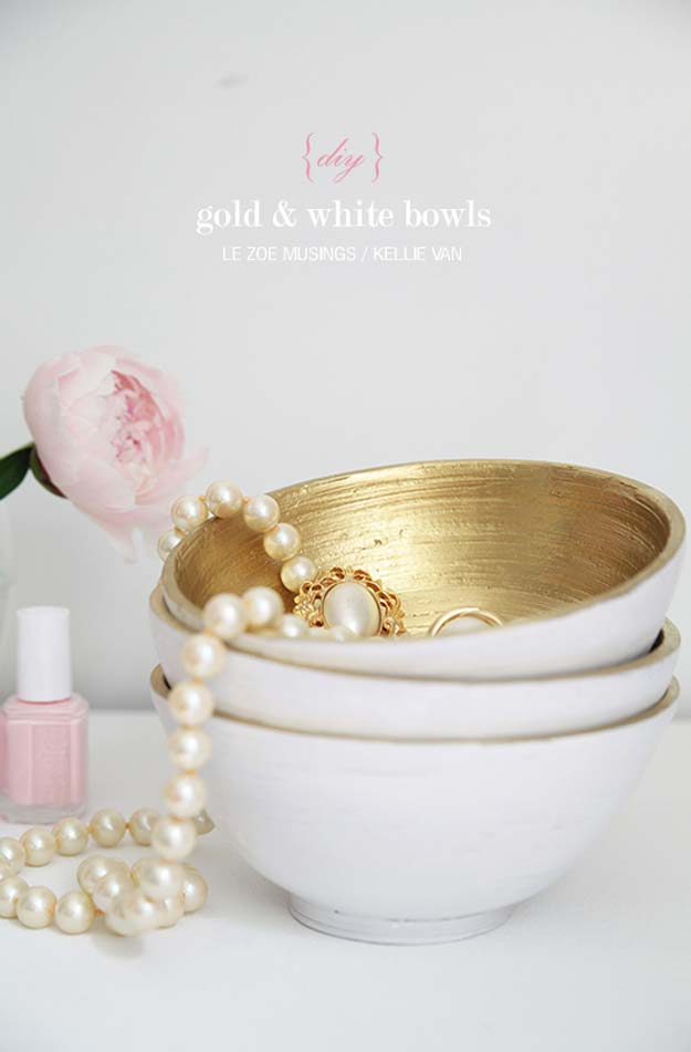 Gold DIY Projects and Crafts - DIY Gold and White Bowls - Easy Room Decor, Wall Art and Accesories in Gold - Spray Paint, Painted Ideas, Creative and Cheap Home Decor - Projects and Crafts for Teens, Apartments, Adults and Teenagers http://diyprojectsforteens.com/diy-projects-gold