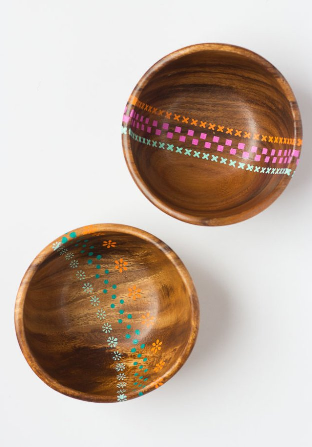 DIY Kitchen Decor Ideas - DIY Painted Wood Bowls - Creative Furniture Projects, Accessories, Countertop Ideas, Wall Art, Storage, Utensils, Towels and Rustic Furnishings http://diyjoy.com/diy-kitchen-decor-ideas